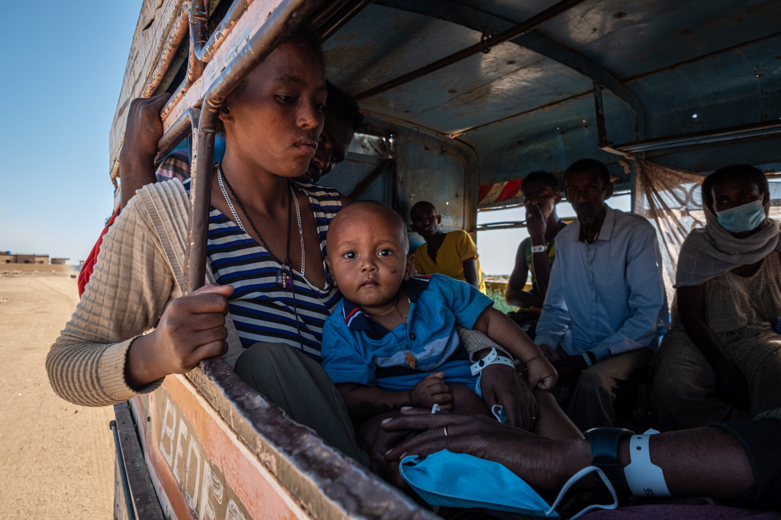 Ethiopian refugees in transit, mother and child in a vehicle. Photo by Joost Bastmeijer.